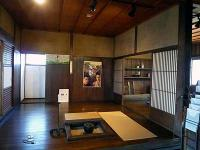 伝蔵邸の居間