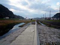 湯本川調整池と湯本川