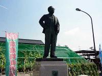 道の駅「童謡のふる里おおとね」の「下總皖一」銅像