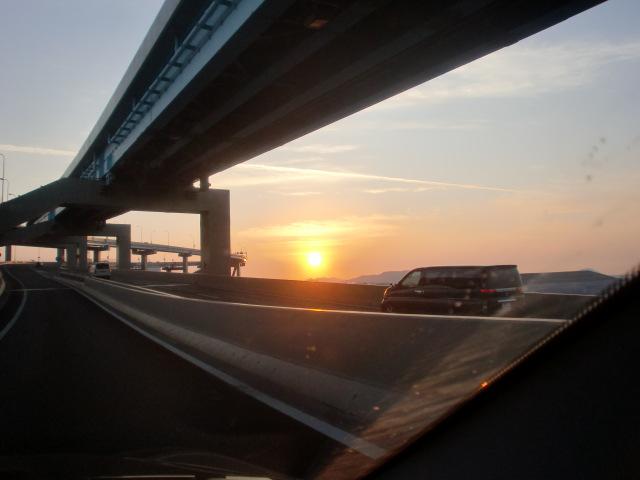 都市高速からの夕陽 001