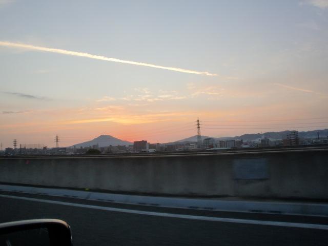 都市高速からの夕陽 011