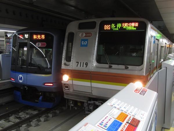 副都心線渋谷駅で並ぶみなとみらい線Y500系と副都心線7000系。