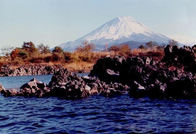 精進湖溶岩流