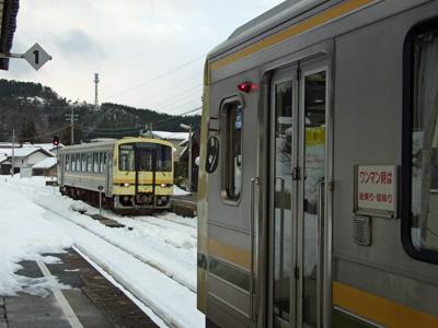 出雲横田駅列車交換