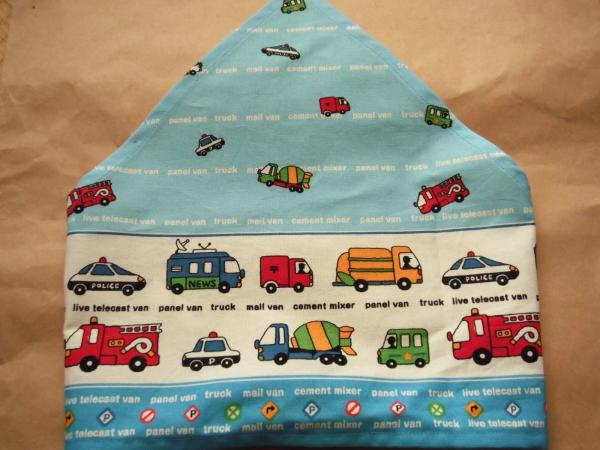 三角巾水色の車
