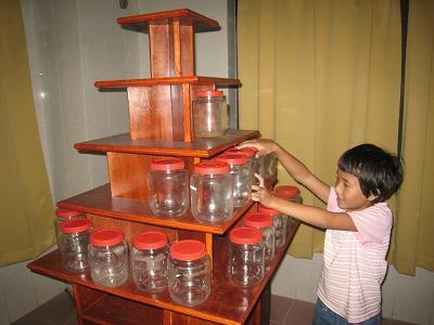 薬品展示棚