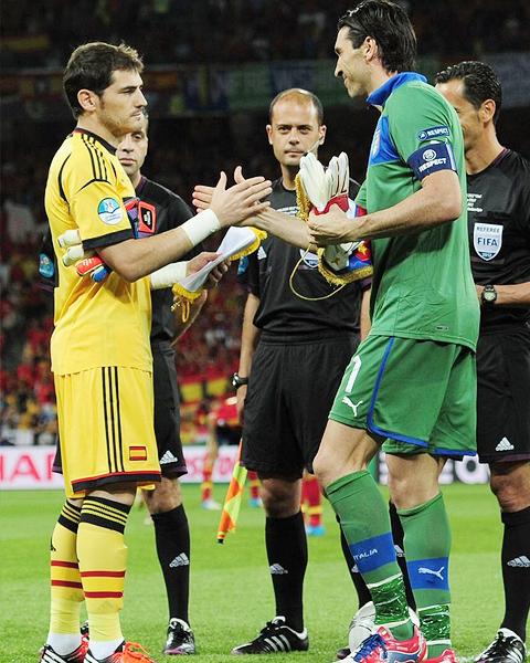 ユーロ2012 スペイン代表 優勝  イタリア代表 ブッフォン カシージャス 画像