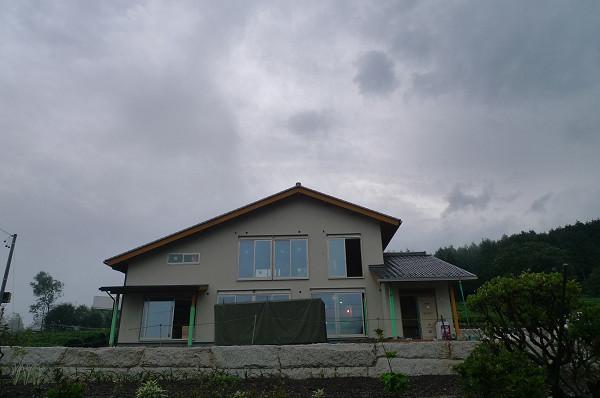 120818茶畑に建つ家01