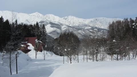 東山ランニングコースから見る白馬三山012 (480x270)