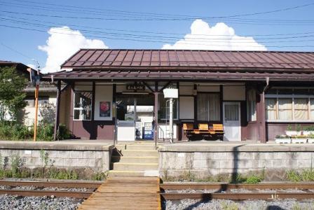 夏の佐久海ノ口駅