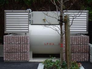 デザインを合わせたガス供給設備。