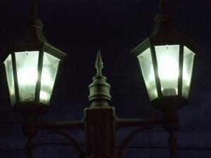 外灯に取り付け点灯。