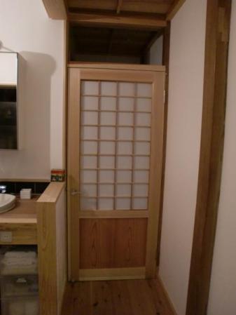 洗面所脇のドア 設置後