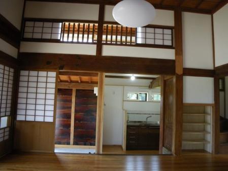 LD(中2階を結ぶ小窓)