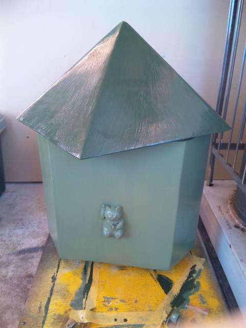 もりわじんさんの招き猫を胴体に貼り、塗装