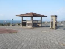 響灘沿いにある休憩所
