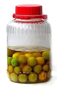 梅の酢漬け