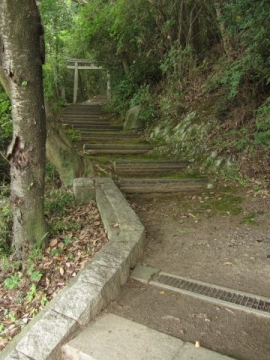 岩神社参道