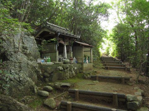 岩神の小堂
