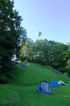 上士幌の朝テントと気球