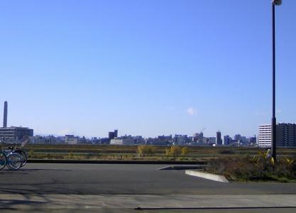さくらよりかすかに富士山 (640x460)