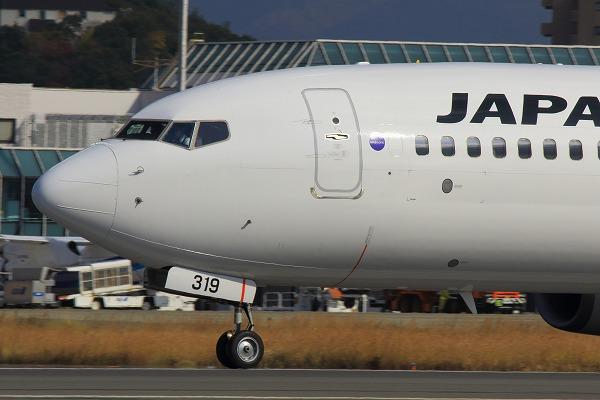 JL B737-846 JA319J RJOM 141129 05
