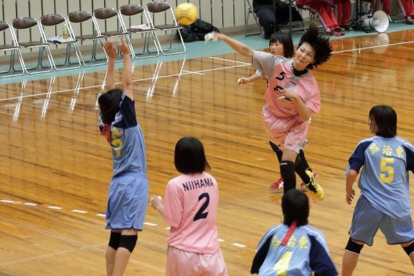 高校ハンドボール選抜大会愛媛県予選リーグ女子今東-新東141221 02