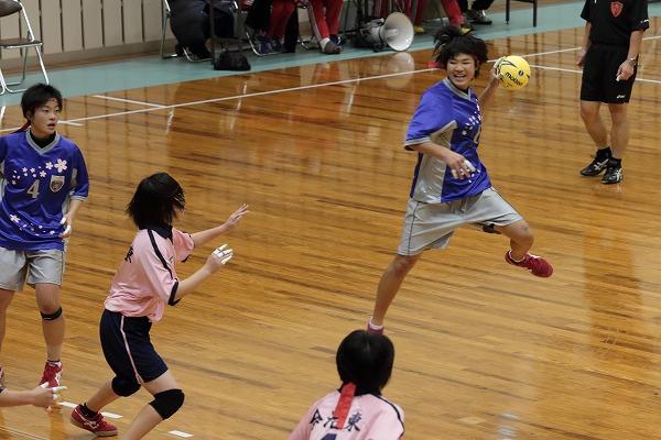 高校ハンドボール選抜大会愛媛県予選リーグ女子今東-今北141221 01