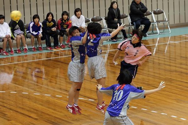 高校ハンドボール選抜大会愛媛県予選リーグ女子今東-今北141221 02
