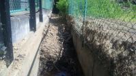 山水の水路は土砂で