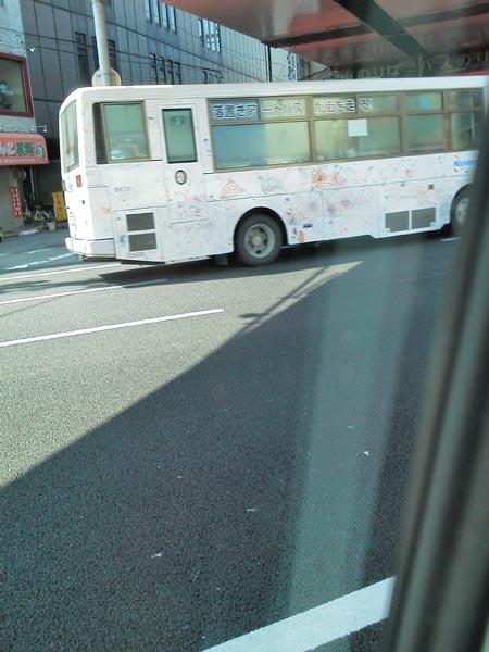 落書きバス低