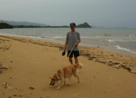 クリと浜を散歩