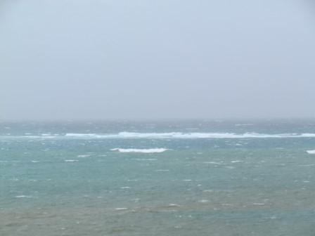 台風が近い海