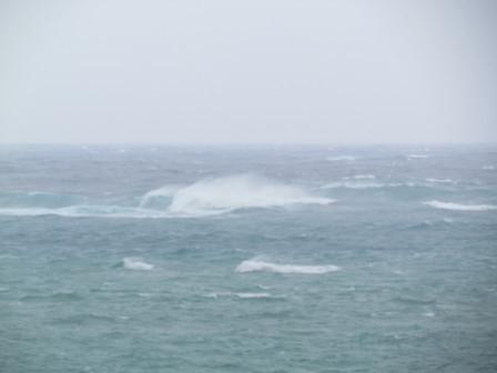 台風9号の波