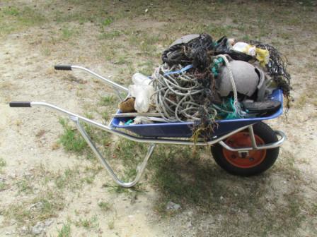 ゴミ満載一輪車