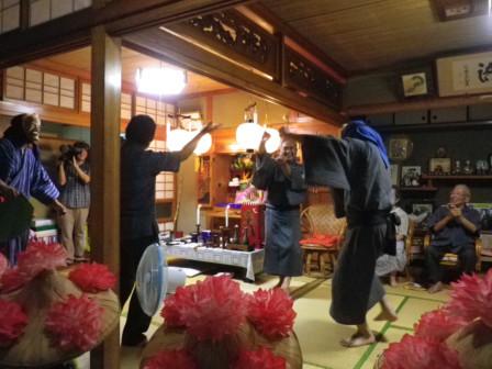 2011アンガマ巻踊り