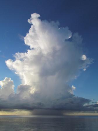 白い雨雲21日