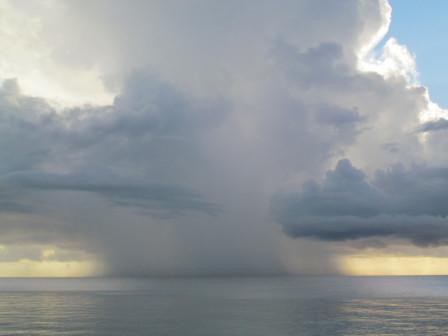 白い雲・大雨