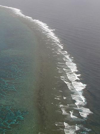 波とサンゴ礁B