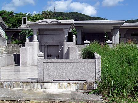市現代豪華墓群