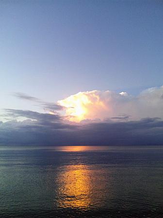 携帯夕方雲