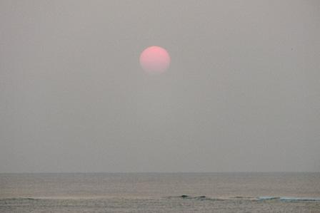 黄砂の夕陽