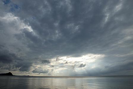 雲漏れ陽5月19日18時04分