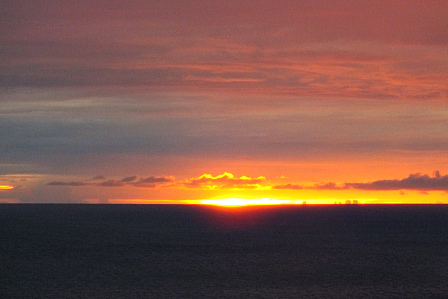 7月25日19時33分薄目の夕陽