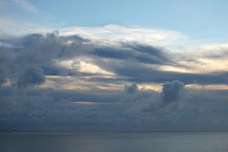 7月26日19時27分日没直前の雲