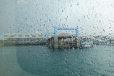 黒島出港前雨