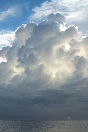 14日19時00分夕立後の積乱雲