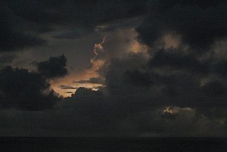 14日19時50分闇の夕焼け