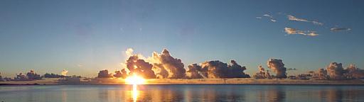 20日19時09分夕陽と低い雲PNRM