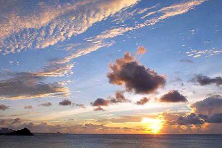 21日19時11分夕陽と雲の乱舞
